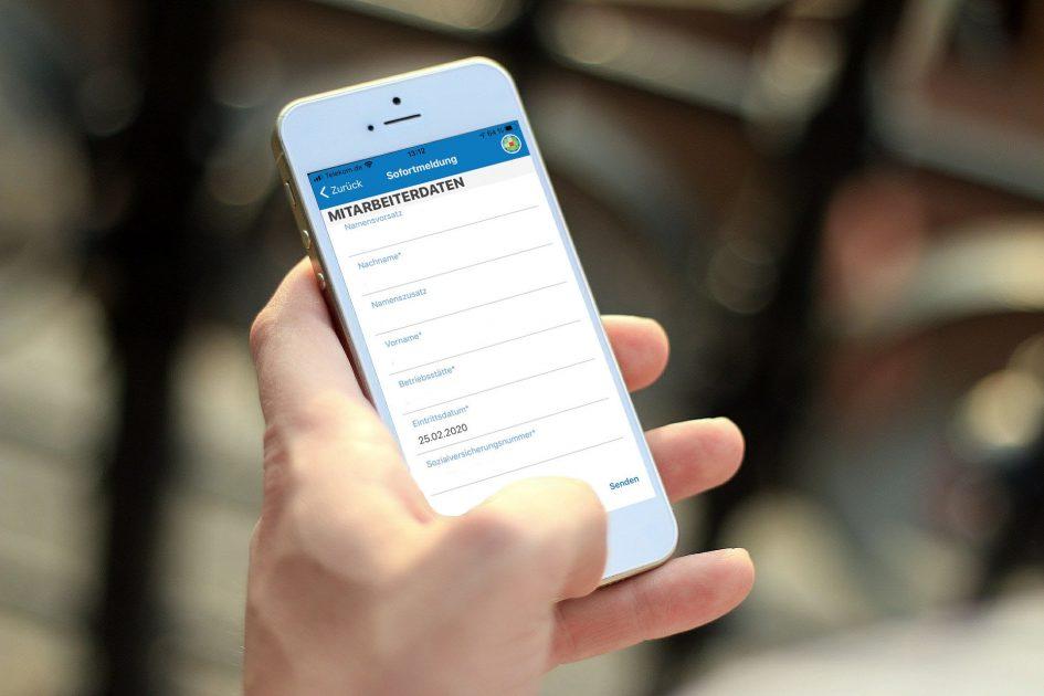 Handy mit der Sofortmelde-App von ADDISON